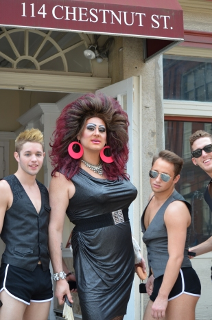 Drag Queen with Posse - this should be the title of some kind of classical paining where everyone is wearing robes and looking like they should have come from the Drag Queen Bible.